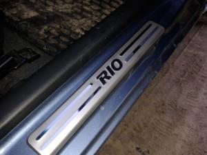 Пластиковые пороги на Киа Рио